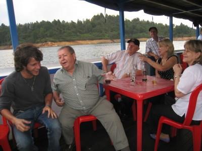 barco fiesta guatape peñol